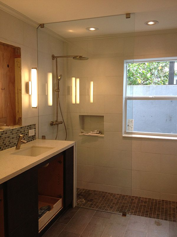 Frameless shower doors shower screens